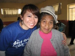 Dr Jenny with an elderly Peruvian woman